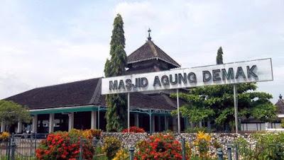 jasa yang luar biasa khususnya dalam perkembangan agama islam di tanah Jawa Jasa-Jasa Sunan Kalijaga dan Murid-Muridnya yang Terkenal