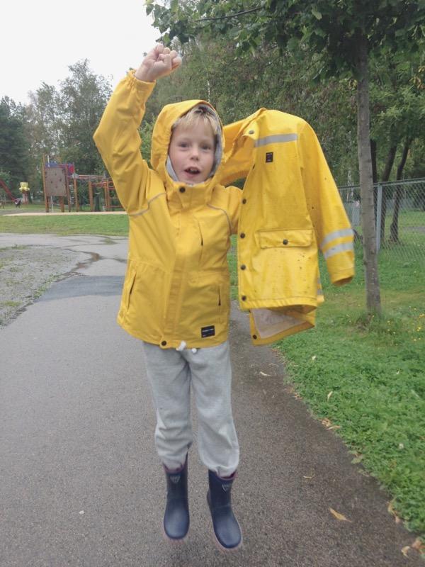 d30e6176 Høsten i Norge betyr regnvær, noe vi på østlandet virkelig kan skrive under  på. Gode regnklær til barna sier seg selv. De ligger, bokstavelig talt, ...