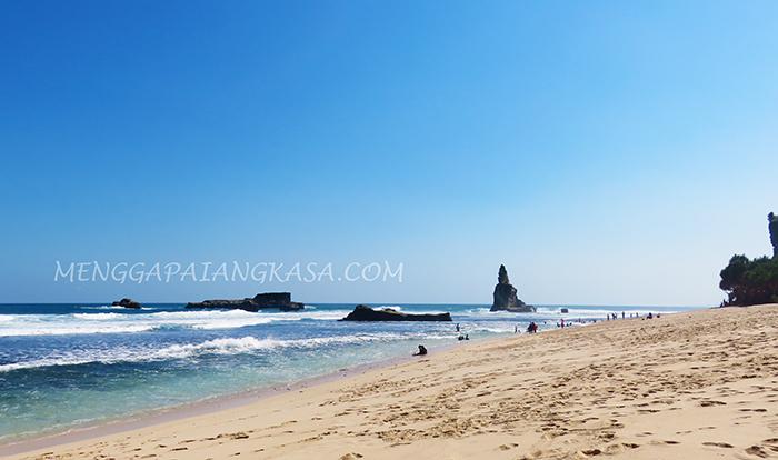 Pantai Buyutan dengan Pasir Putihnya