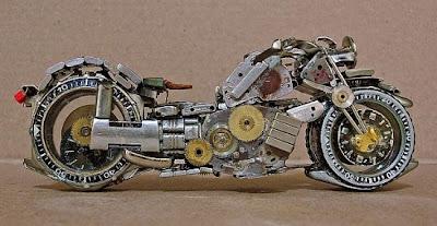 Motocicleta hecha con relojes de pulso.