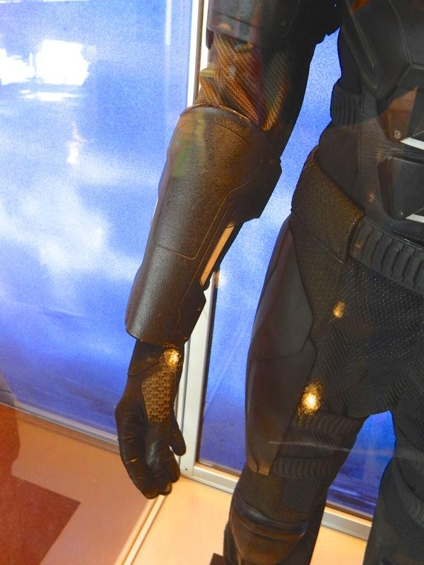 XMen Apocalypse Cyclops arm guard glove detail