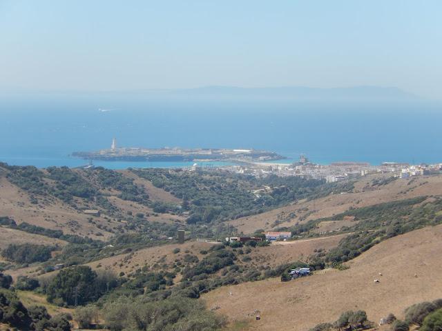 Vista de Punta Tarifa con el continente africano al fondo