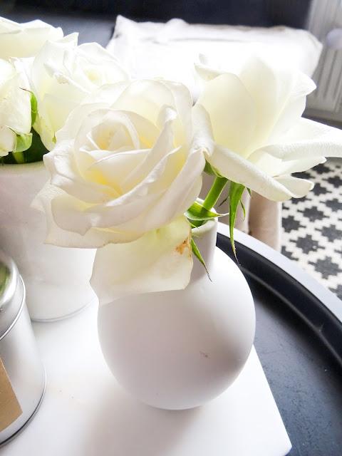 sisustaminen, olohuone, pieni maljakko, yhden kukan maljakko