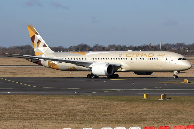 Etihad Boeing 787-9 Taxiing