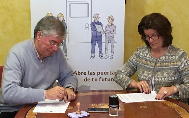 Momento de la firma del acuerdo entre el alcalde de Illescas y la presidenta de la Cámara. IMAGEN COMUNICACION ILLESCAS