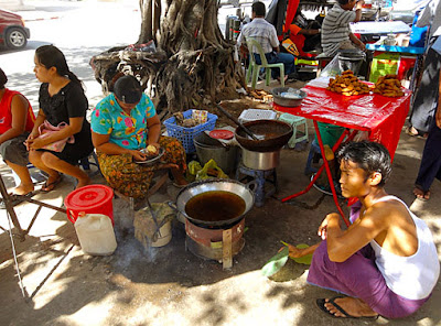 Myanmar street food in Yangon 4
