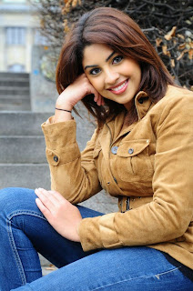 'Richa Gangopadhyay' Photo Gallery in Jeans