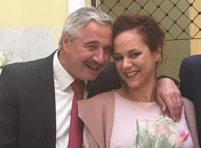 Ο Γιάννης Μανιάτης πάντρεψε την  πριγκιπέσσα του!!!