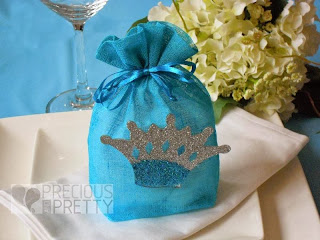 Favors for christenings with crown
