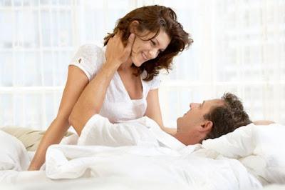 4 Posisi Bercinta Yang Paling Disukai Pria