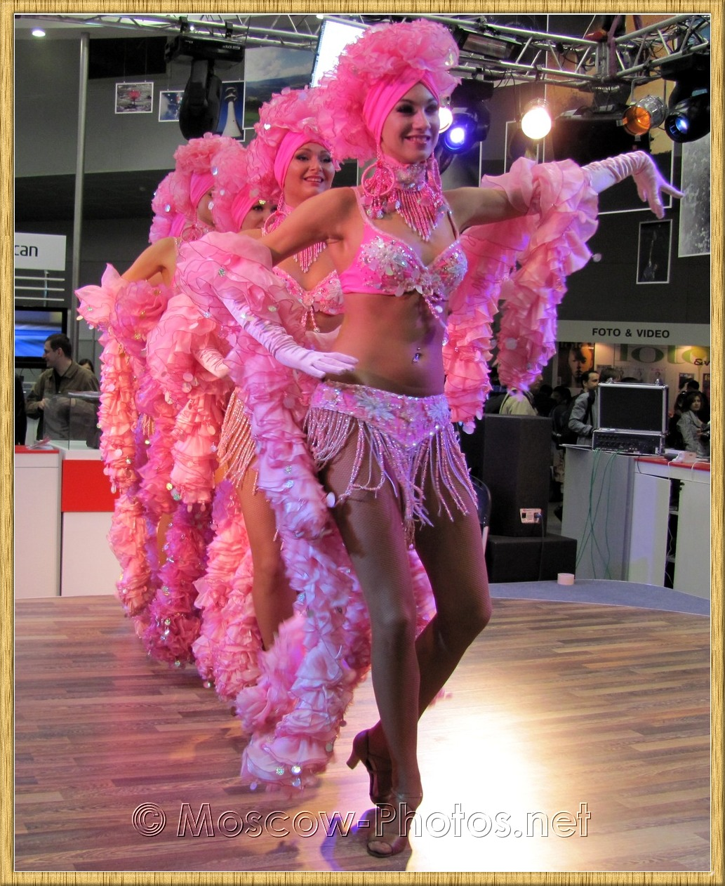 Dancing girls at Photoforum 2010