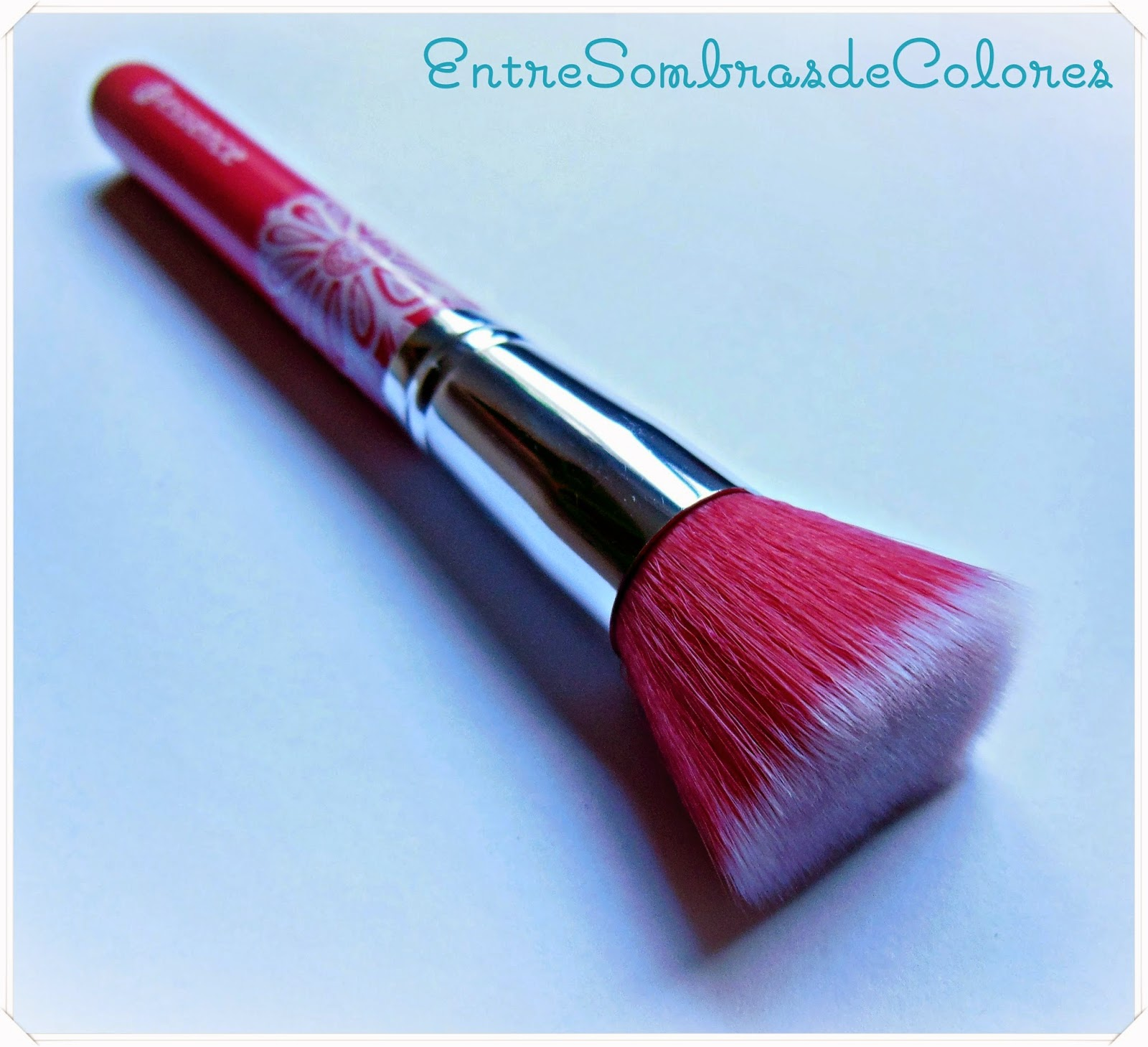 Brocha de colorete Essence Bloom me up tools