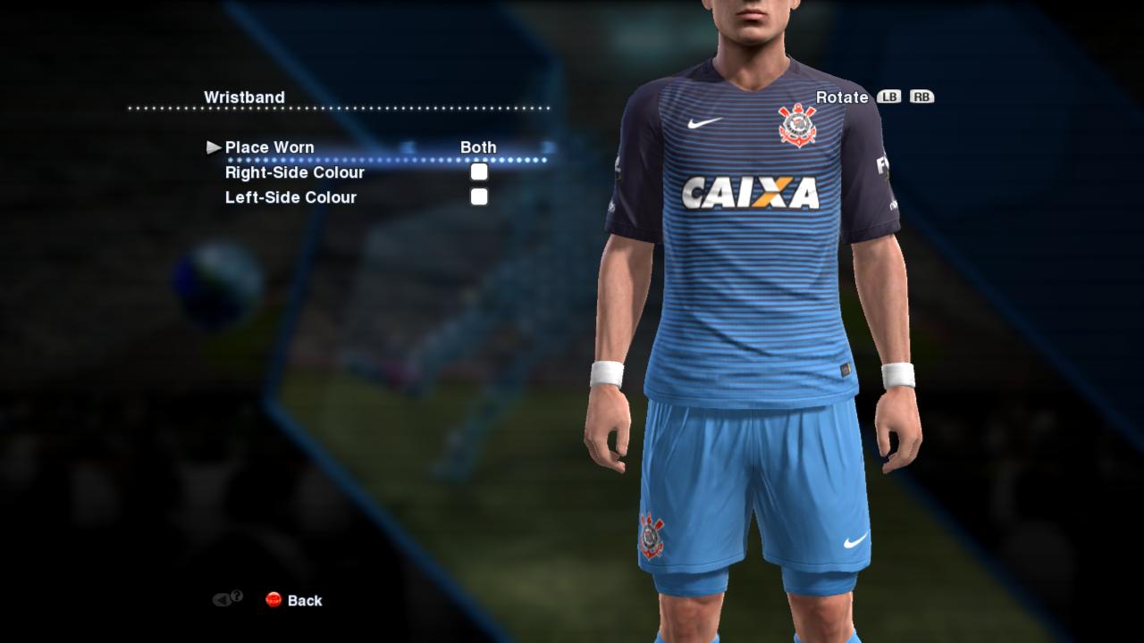 A terceira camisa que segue o modelo que a Nike aplicou na maioria de seus  principais clubes europeus. É predominantemente azul e traz listras roxas  numa ... ffca631988ac3