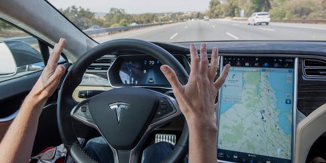 Tesla auto-piloto elon musk motors mãos