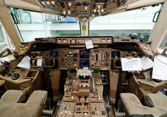 Boeing 767-300ER cockpit