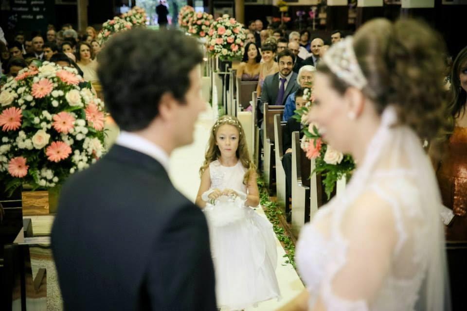 cerimonia-noivos-entrada-porta-aliancas