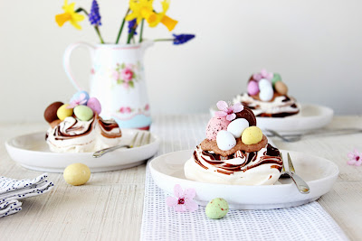 Chocolade meringue paasnestjes