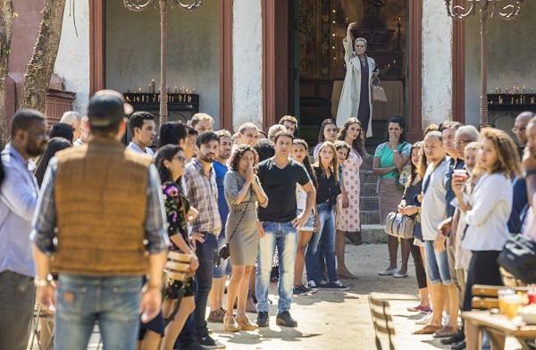 Mirtes revela para Serro Azul que Machado usa calcinha (Imagem: Reprodução/TV Globo)