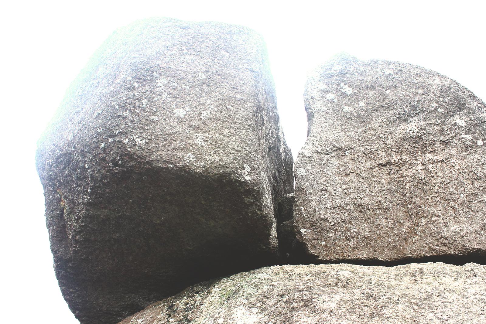pedra caindo