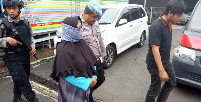 Nggak Takut Dosa! Dosen Berhijab Dibekuk Polisi Anggota The Family MCA Sebar Hoax Mengerikan Ini Untuk Pancing Amarah Umat Islam....