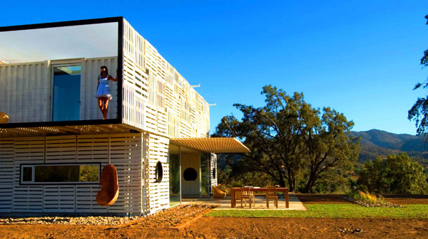 Shipping Container House with Dynamic Facade, Chile 19