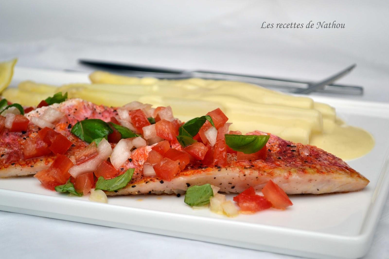 Filets de rouget et sauce vierge, asperges blanches et sauce hollandaise citronnée