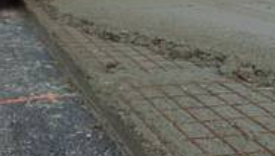 Concreting for pavement slab in two layer, separated by reinforcements