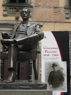 A bronze statue of Giacomo Puccini sits outside his birthplace museum