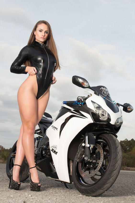 Mulher de biquini vermelho na moto, Gostosa de Biquini vermelho na moto,Woman in red bikini on the bike, the Sexy red Bikini on the bike, babe on bike with bikini, sexy on bike, sexy on motorcycle, babes on bike, ragazza in moto, donna calda in moto,femme chaude sur la moto,mujer caliente en motocicleta, chica en moto, heiße Frau auf dem Motorrad