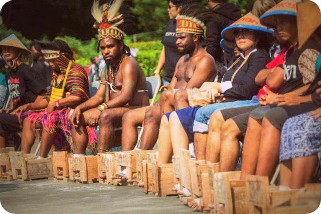 Dukung Warga Kendeng, Aliansi Mahasiwa Papua (AMP) Ikut Cor Kaki di Istana Negara