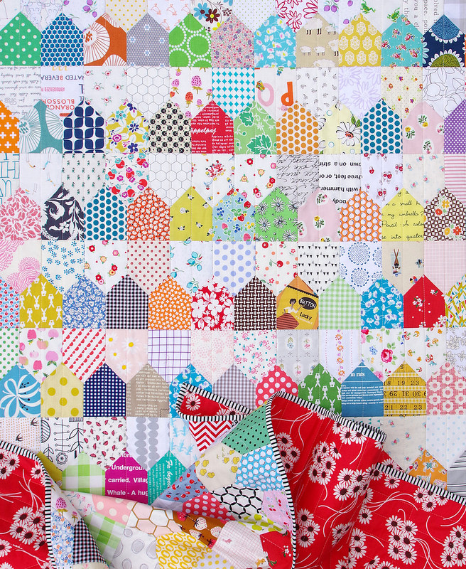 One Patch Quilt - Row Houses | © Red Pepper Quilts 2018 #onepatchquilt #scrapquilt #patchworkquilt #redpepperquilts