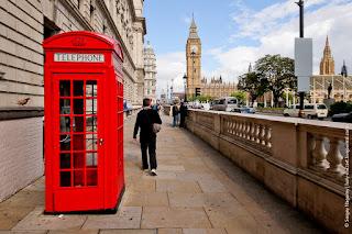 Столетним телефонным будкам Лондона ищут необычные применения!