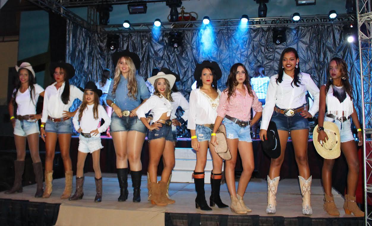 As rainhas e princesas irão representar a beleza douradense no Dourado  Rodeio Show 2016 aba8212ef77