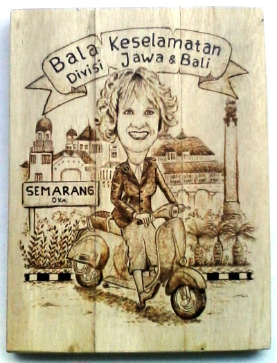 Souvenir Pirografi Karikatur Pesanan Bala Keselamatan Divisi Jawa-Bali