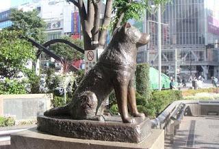Estatua en estación de Shibuya
