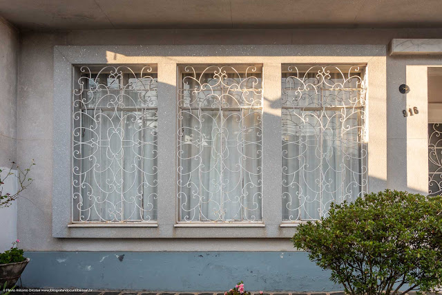 Casa na Rua Inácio Lustosa - detalhe janelas com destaque para a grade