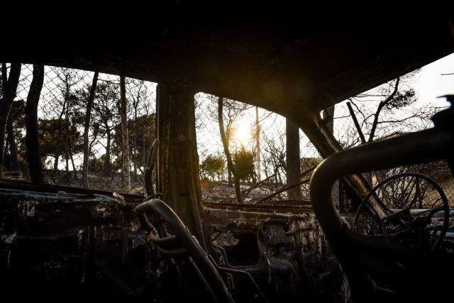 Συγκλονιστικό βίντεο που κόβει την ανάσα. Κατέγραψε τη φωτιά που κύκλωσε το σπίτι του