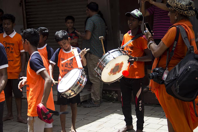 drummers, debutantes, dahi handi, festival, dadar, mumbai, india, street, street photography, streetphoto,