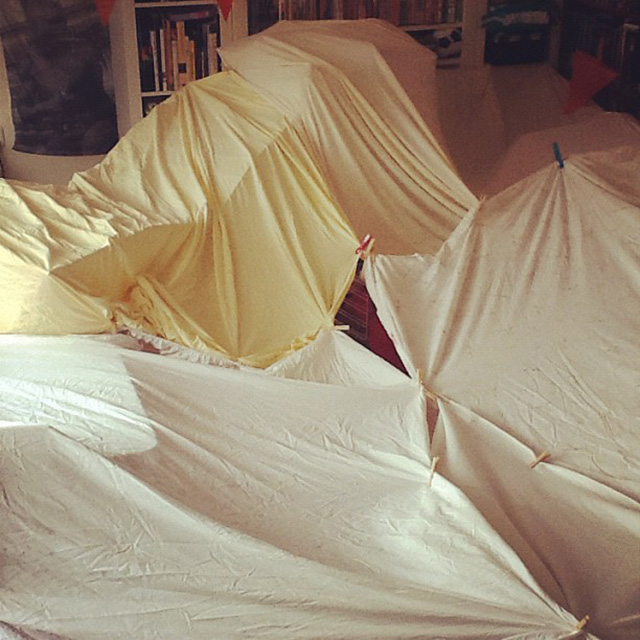 Zeer Hut bouwen - binnenactiviteit voor een regenachtige dag - MizFlurry @OK73