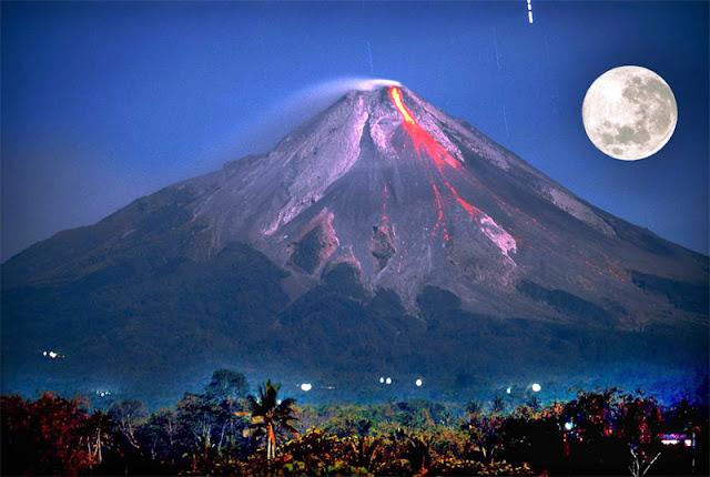 Indonésia eleva alerta e retira população devido a crescente atividade do vulcão Merapi