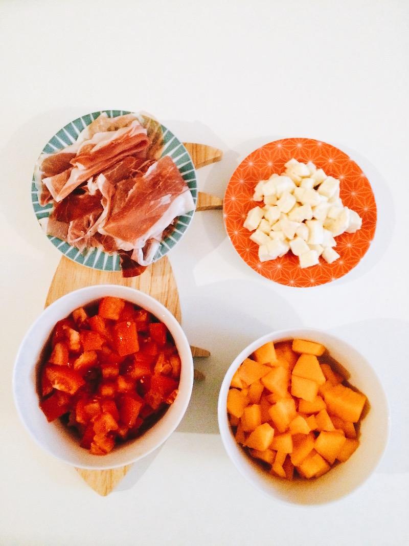 dés de melon, mozzarella, jambon de bayonne, tomate, planche en bois monoprix
