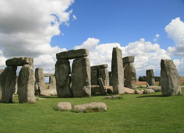 Stonehenge Stone Circle - www.visit-stonehenge.com