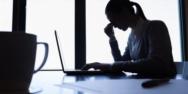Ο λιγοστός ύπνος και η πολλή δουλειά καταπονούν την καρδιά μας