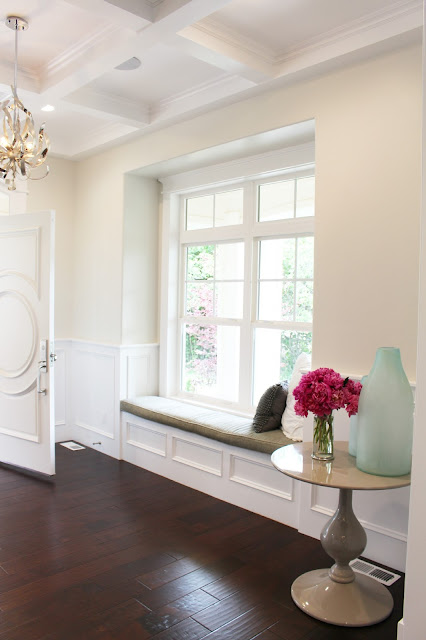Home tour: Entryway paint color