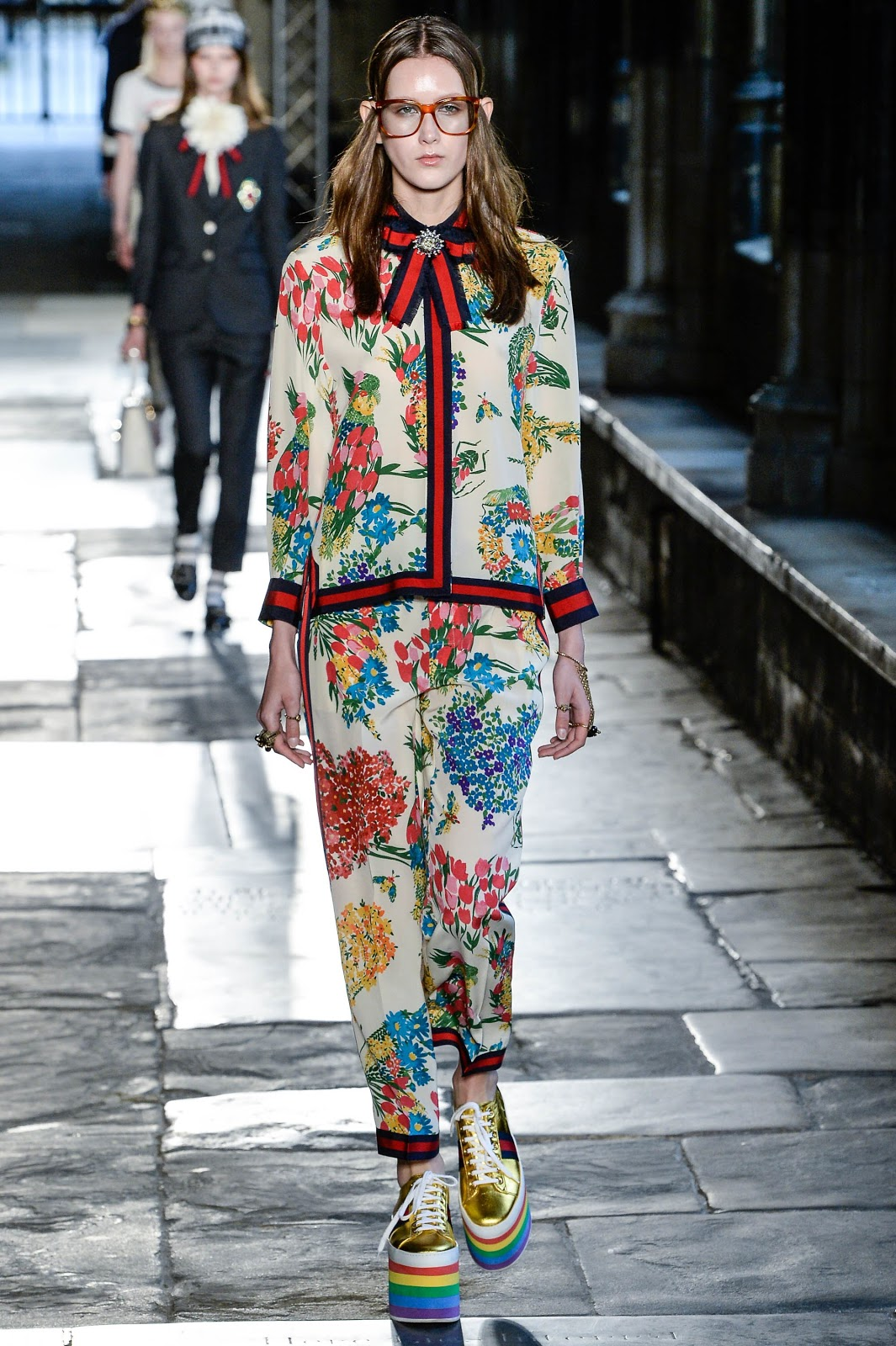 Fashion Runway Gucci Resort 2017 Westminster Abbey Cool Chic Style Fashion