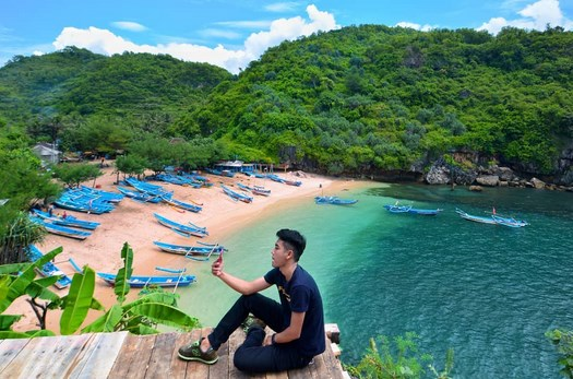 Pantai Gesing Gunung Kidul Yogyakarta