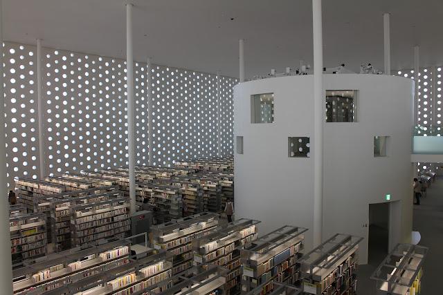 建築家が設計した本を読みたくなる、ステキな図書館6選 金沢海みらい図書館 シーラカンス
