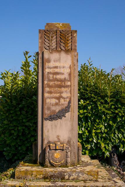 Monument dédié au 28e RIF (Régiment d'Infanterie de Forteresse) à l'occasion des combats de juin 1940