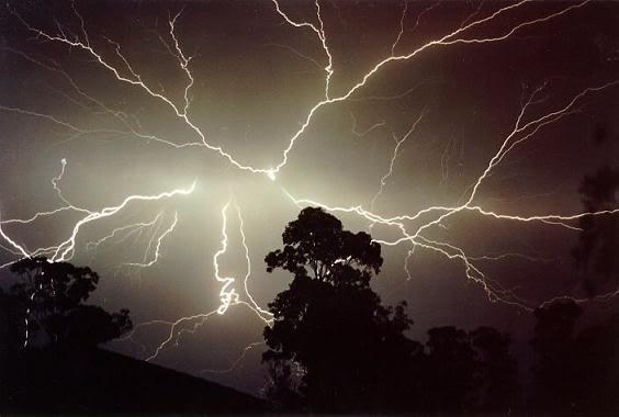 Ισχυρές βροχές και καταιγίδες την Κυριακή - Αναλυτική πρόγνωση του καιρού