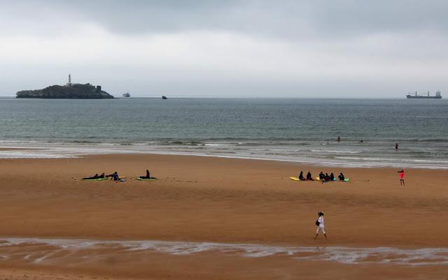 Reserva Natural del Surf. Playa de Somo. Surfistas. Ribamontán al Mar